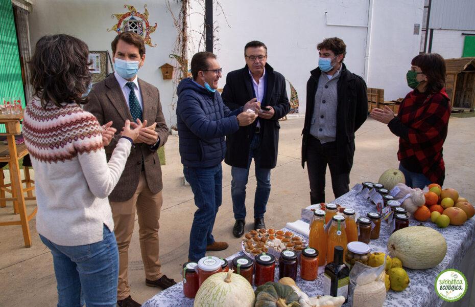 Degustando las conservas recién estrenadas del Obrador Ecológico de la Subbética